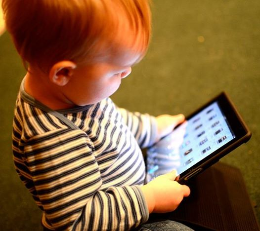 1318child_mobile_device.jpg